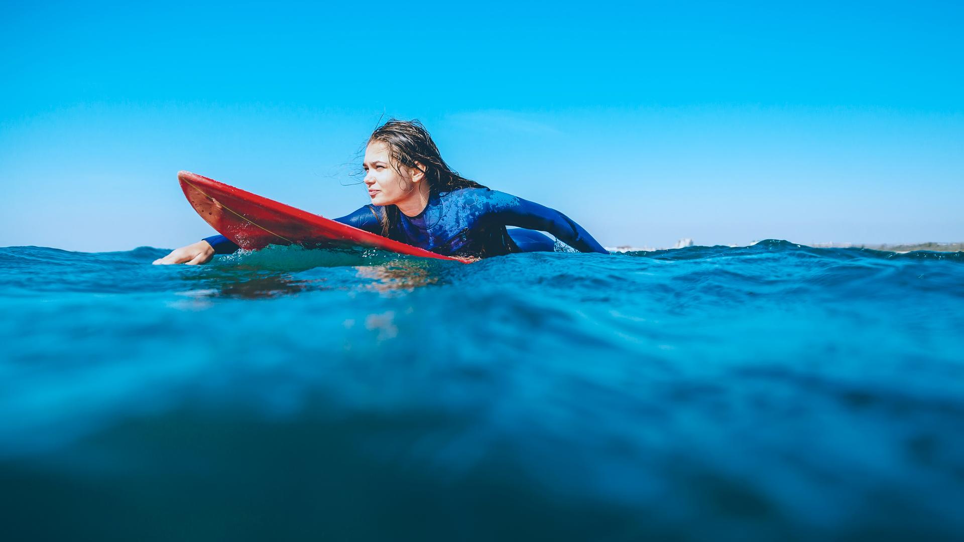 Beneficios-psicológicos-del-surf-en-niños-y-adultos-1.jpg
