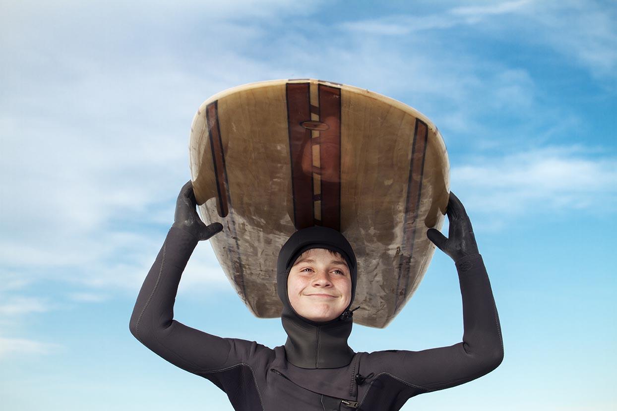 Cómo no pasar frío haciendo surf en invierno