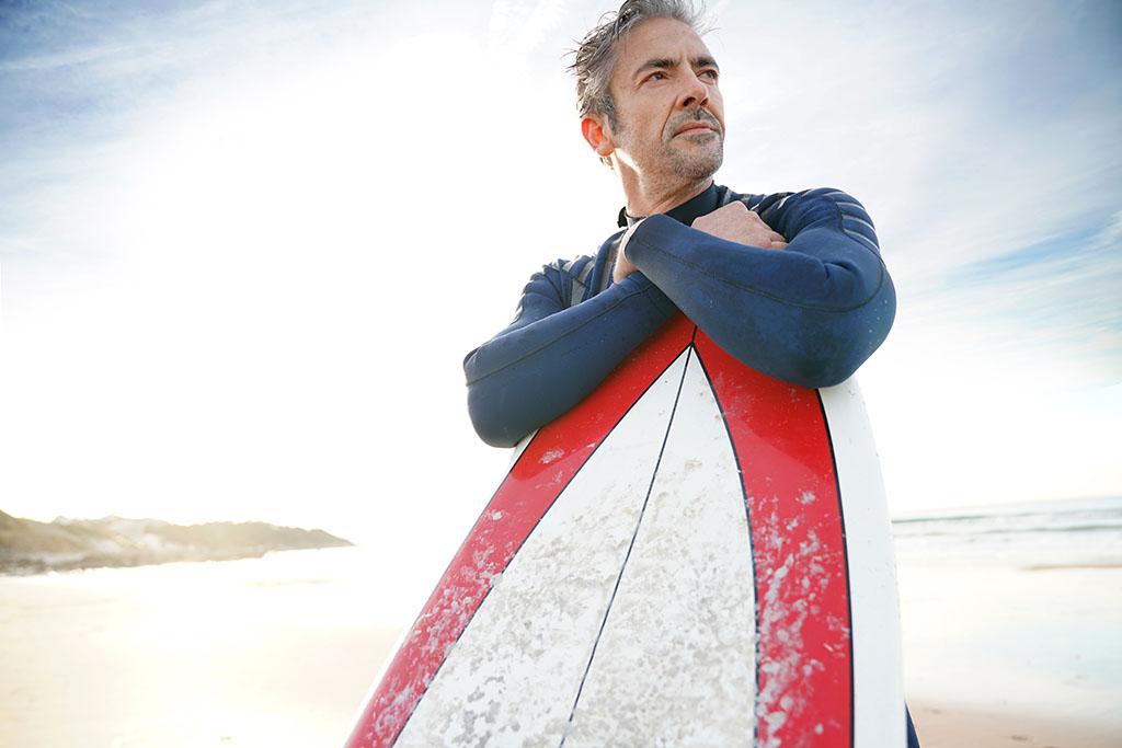 Se puede aprender surf a los 40 o a los 50