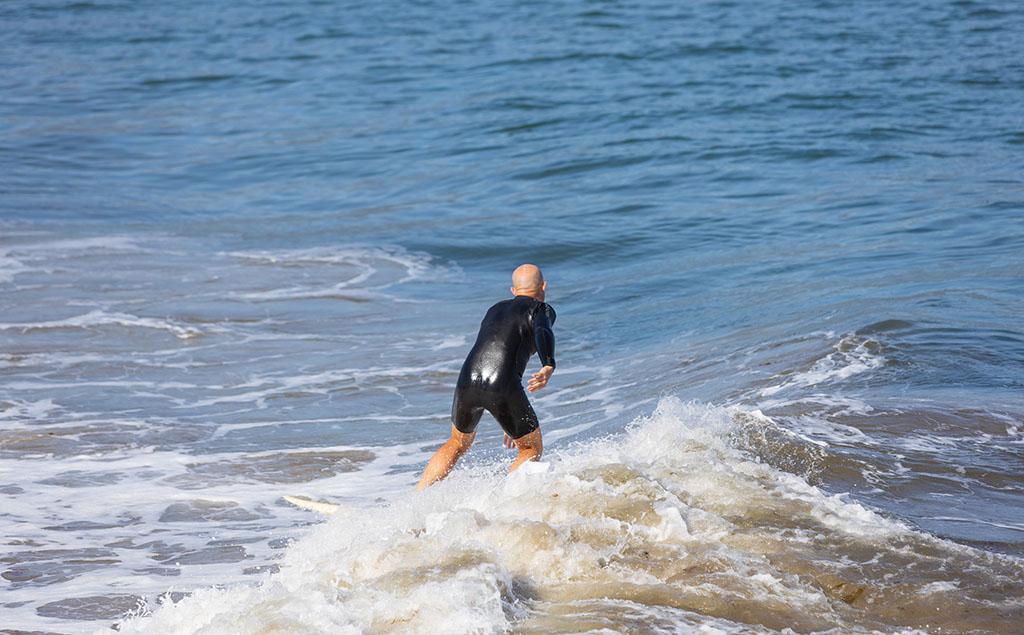 Escuela de surf en Galicia abierta en invierno