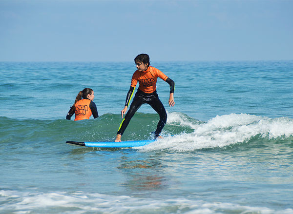 Clases de surf cerca de la Playa de As Catedrais