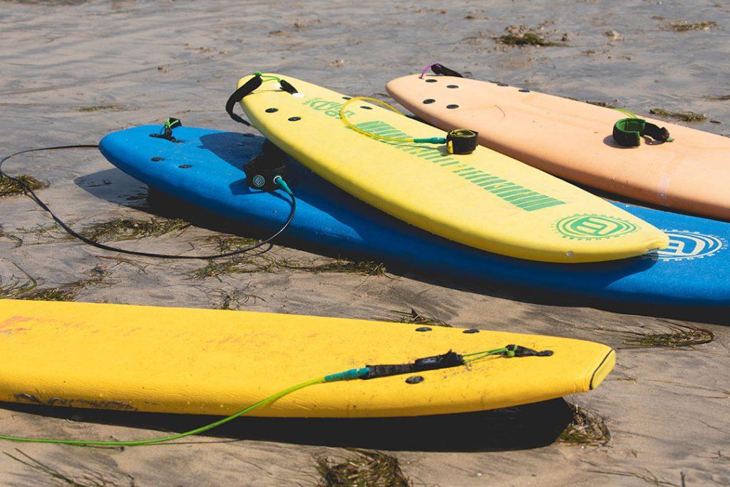 clases de surf y paddle surf en galicia este verano