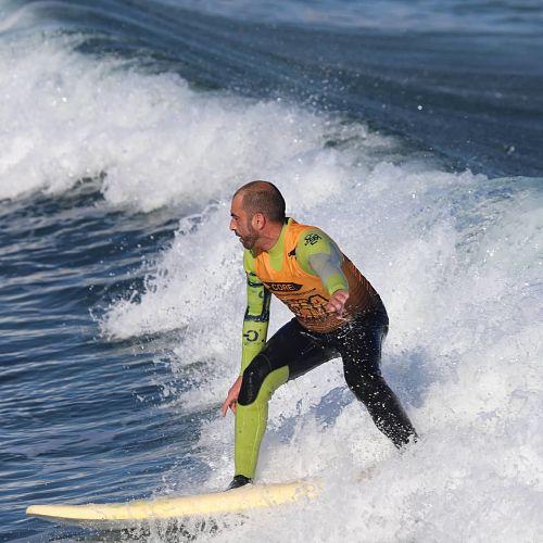 Incluye-grabación-en-vídeo-de-surf-para-expertos-en-Galicia-para-análisis